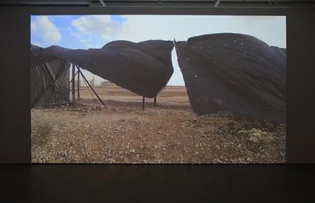 Hors-champ, hors de vue, hors d'atteinte : l'exposition Leila Zelli. Terrain de jeux à la Galerie de l'UQAM